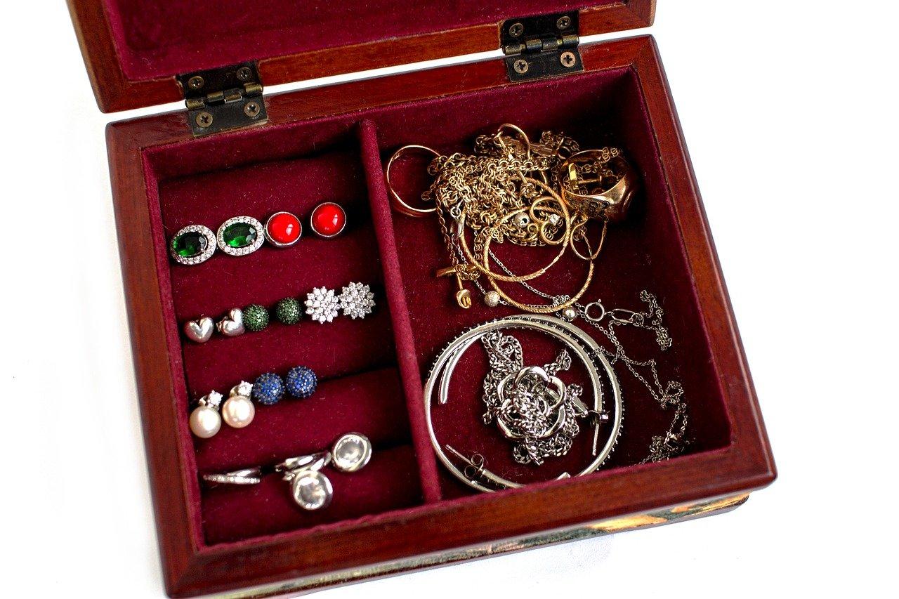 Comment prendre soin de sa boîte à bijoux en cuir au quotidien ?