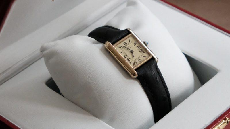 Est-ce possible de personnaliser une boîte à montre luxe?